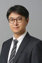 Kyeong Jin Min photo